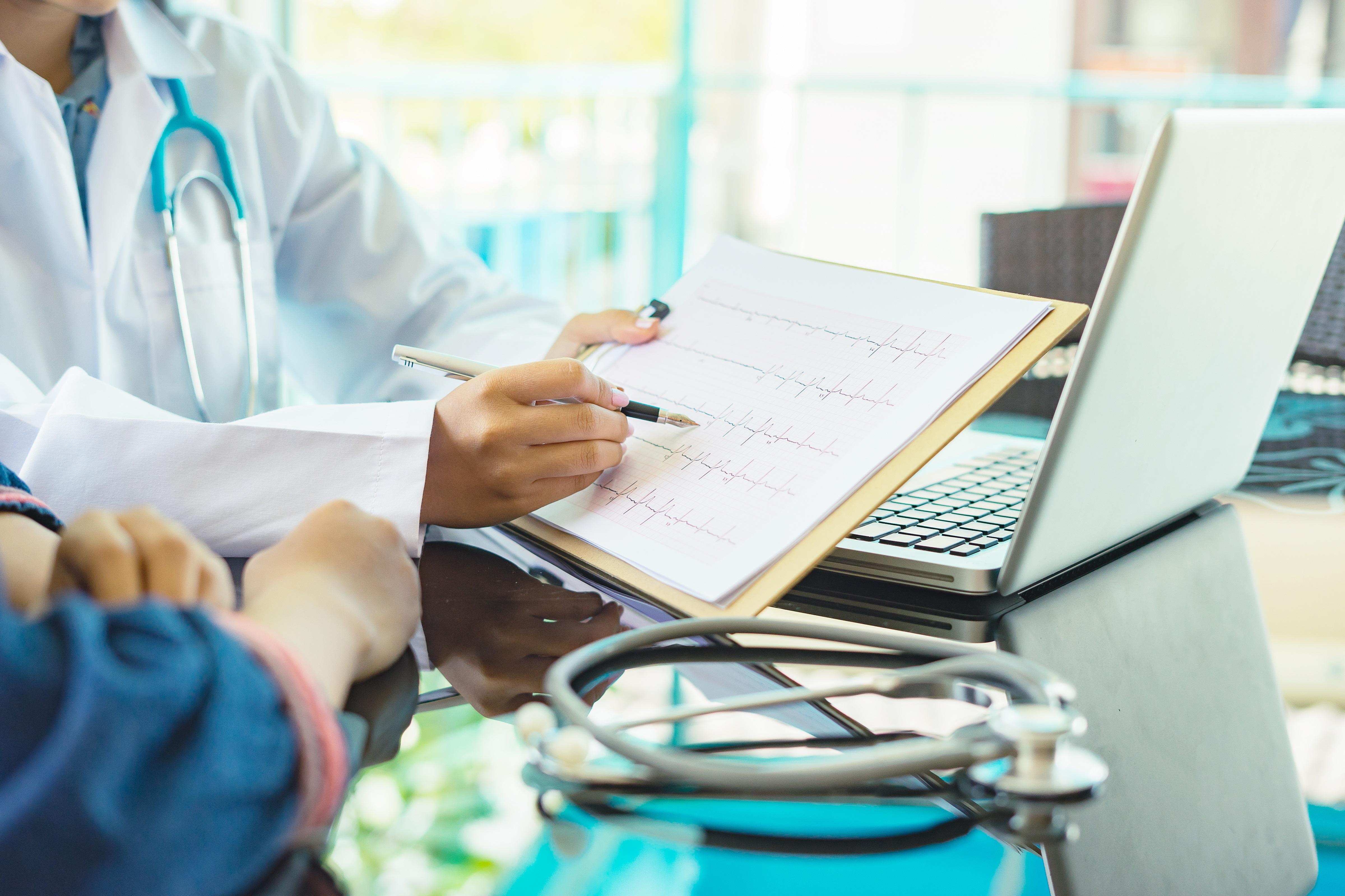 Herzschwäche - Entscheidungshilfe: CRT-Schrittmacher mit oder ohne Defibrillator?